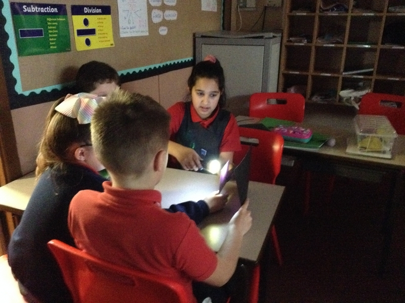 Investigating-light-and-shadows-changing-circuits-5